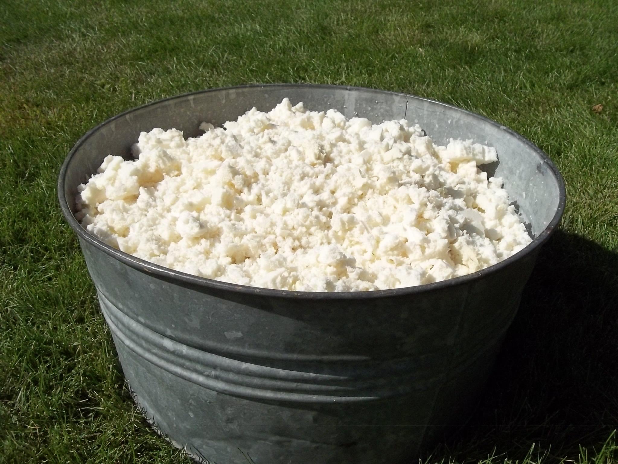 Shredded Natural Latex Fill Bucket